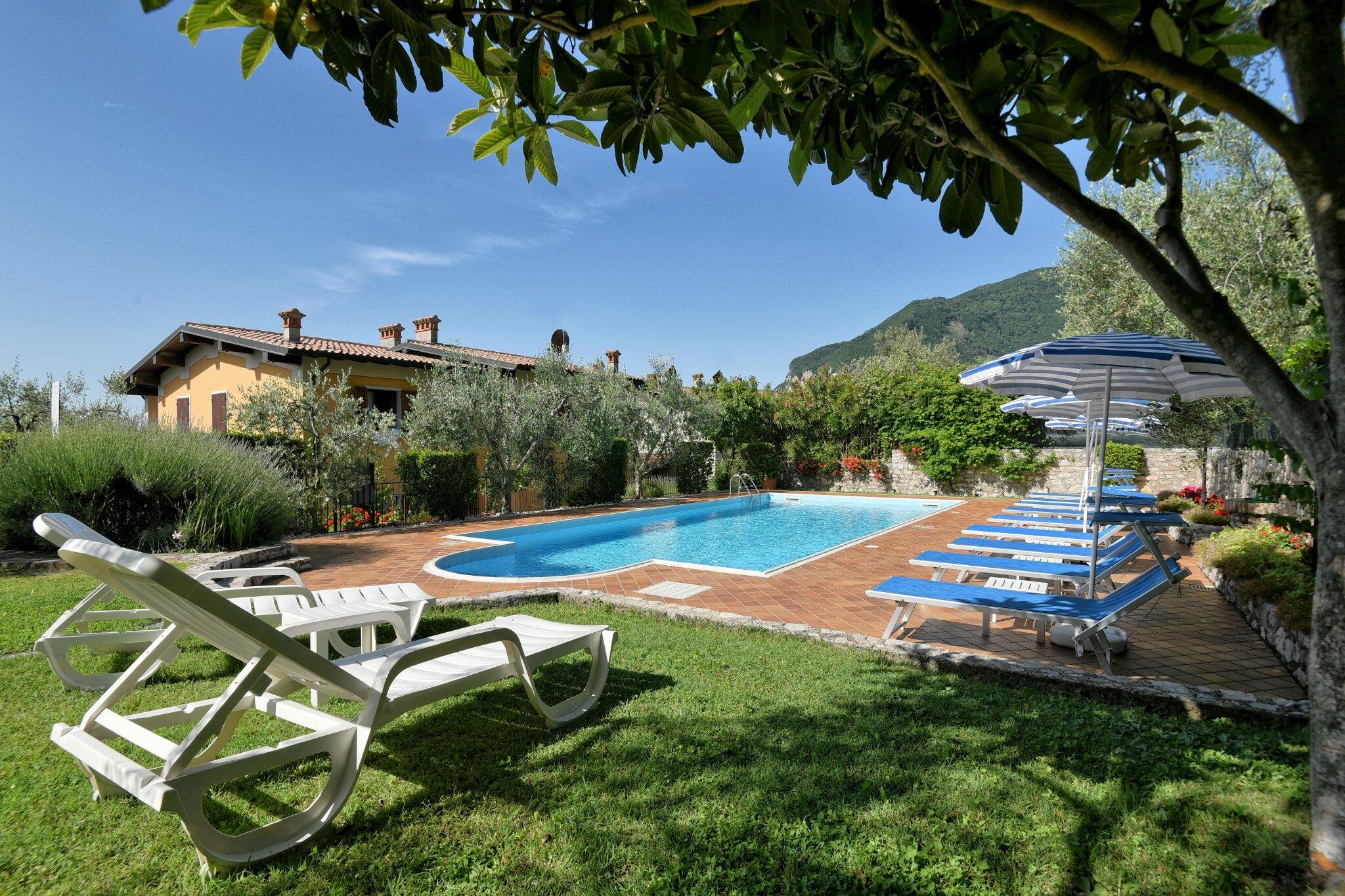 Pool am Haus Bonassi