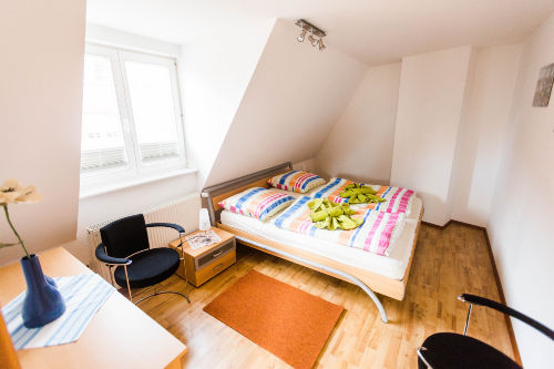 Dachgescho�-li.Doppelbettzimmer