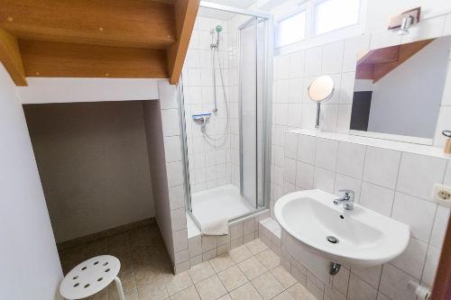 Keller-Waschraum mit Dusche