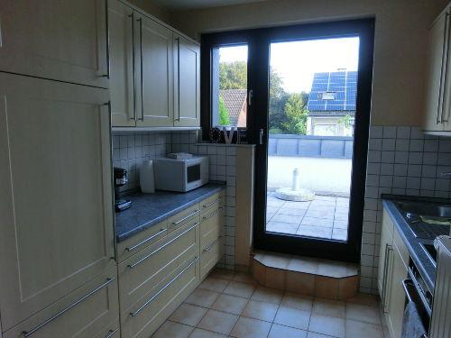 Die Küche, mit Zugang zur Dachterrasse