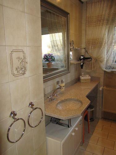 Bad mit Granit Waschbecken