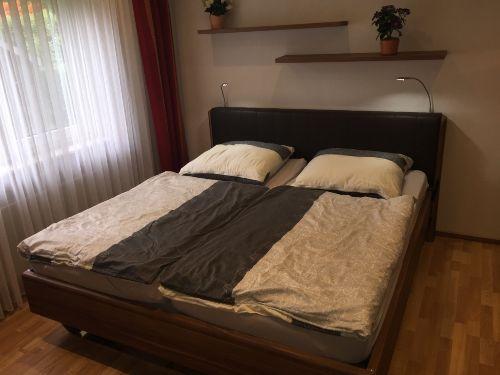 Schlafzimmer mit 48 Zoll LED TV