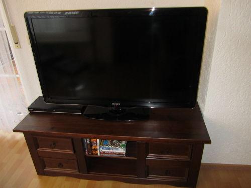 LED TV mit 47 Zoll und Bluray-Player