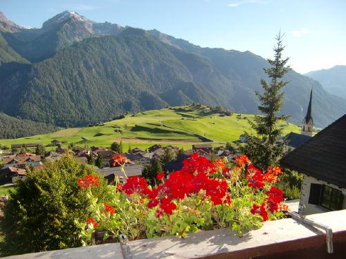 Blick von der Terrasse auf Ort u.Berge
