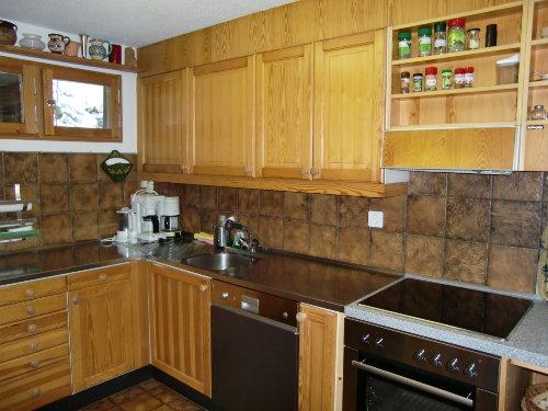 Separate Küche mit Ceran-Kochfeld