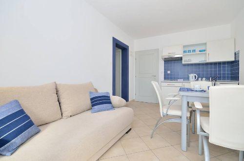 Blaue Wohnung - Wohnzimmer + Küche