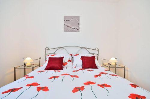 Rote Wohnung - Schlafzimmer