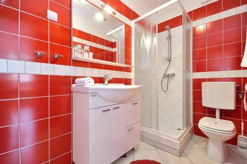 Rote Wohnung - Badezimmer