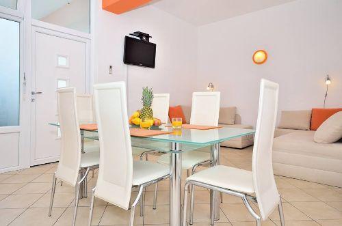 Orange Wohnung - Esszimmer + Wohnzimmer