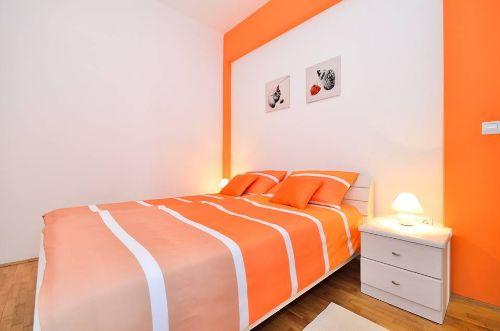 Orange Wohnung - Schlafzimmer