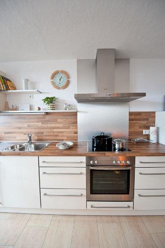 Neue Küche mit Cerankochfeld und Ofen