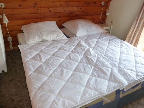 kleines Schlafzimmer mit Balkon