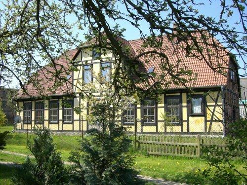 Die Frontseite des Alten Gutshauses