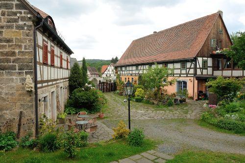 Innenhof mit Ferienhaus und FW Ulrike