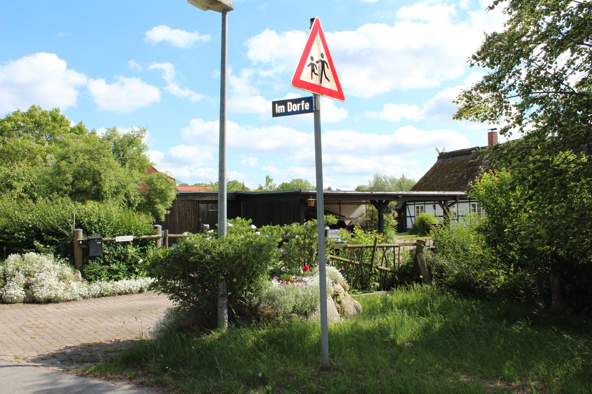 Eingang Grundstück am Ortseingang