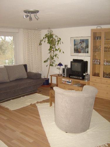 Sat-TV im Wohn-Schlafzimmer