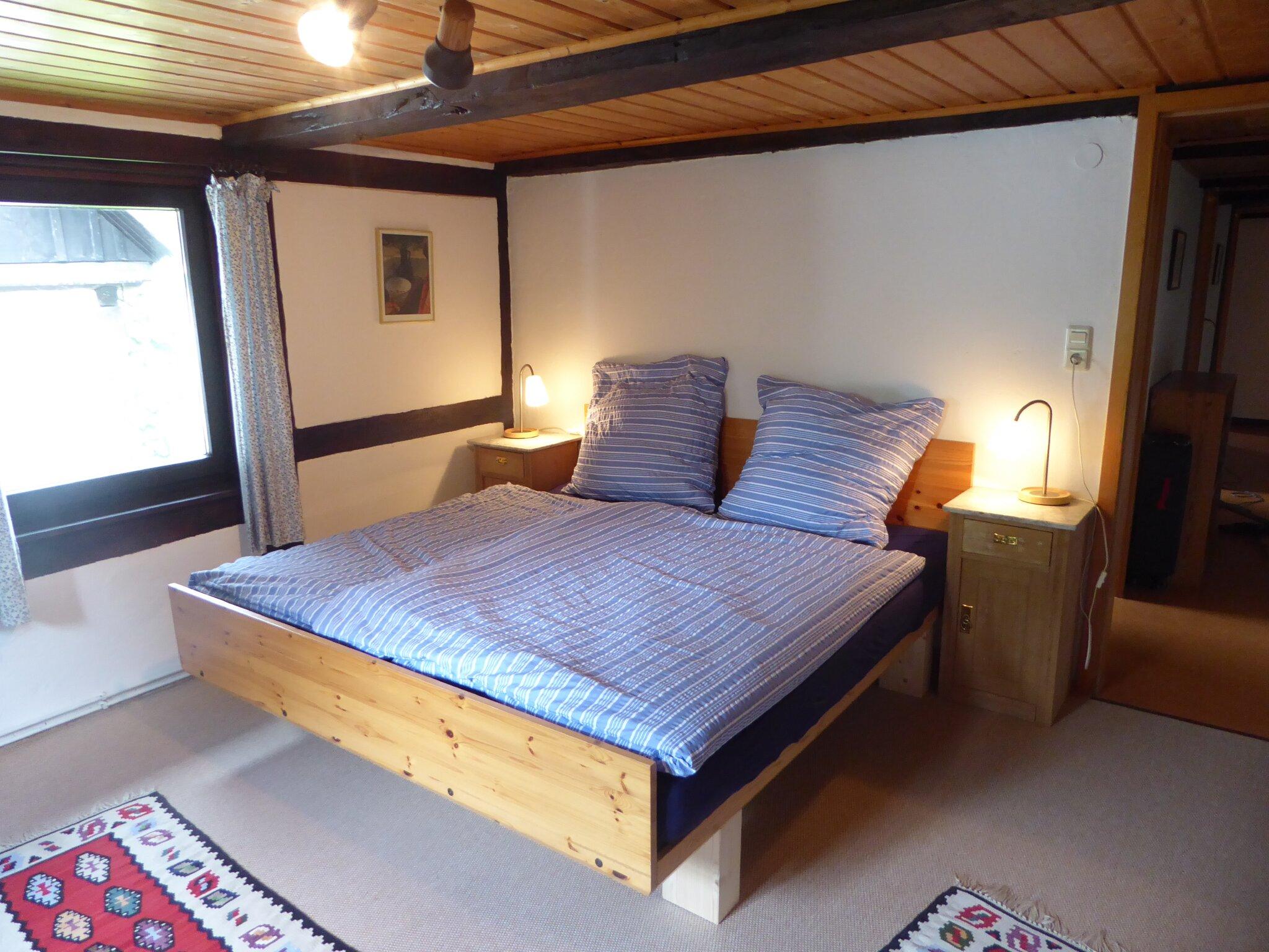Wohnzimmer vom Flur aus mit Schlafcouch