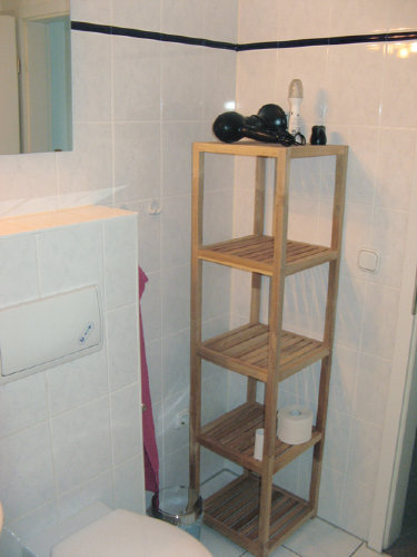 Schönes schlichtes Badezimmer