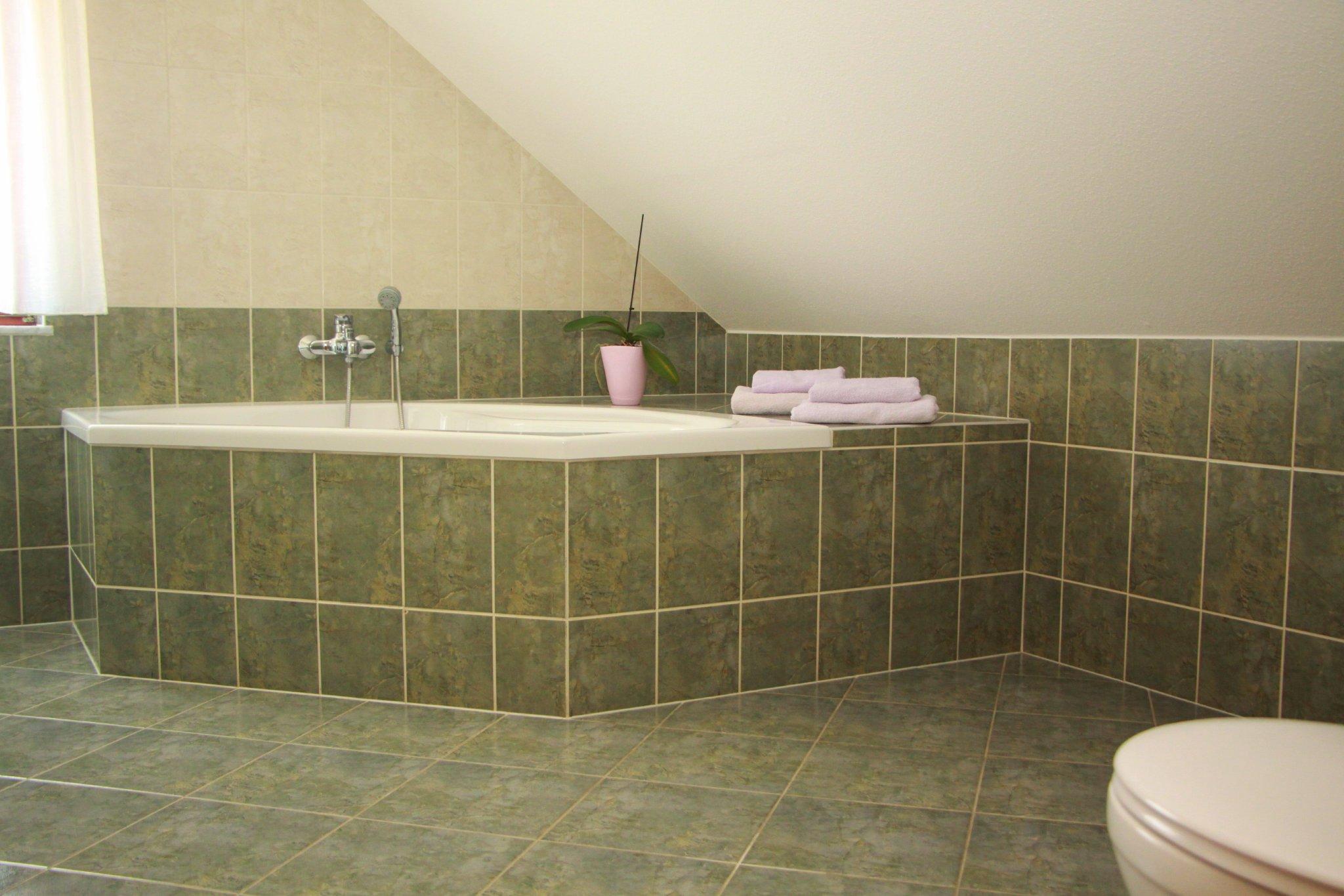 Unser großes und helles Bad.