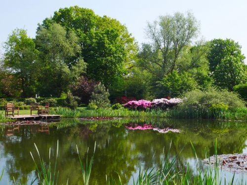Blick aus dem Garten in die Landschaft
