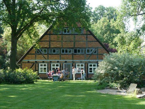 Historisches fachwerkhaus uhlenhorst teichblickwohnung for Gartengestaltung kinderfreundlich