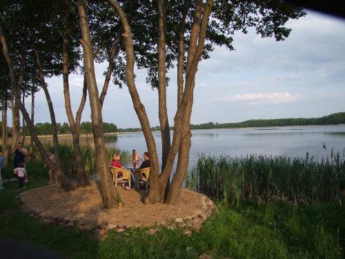 Hauseigene Badestelle und Baumgruppe
