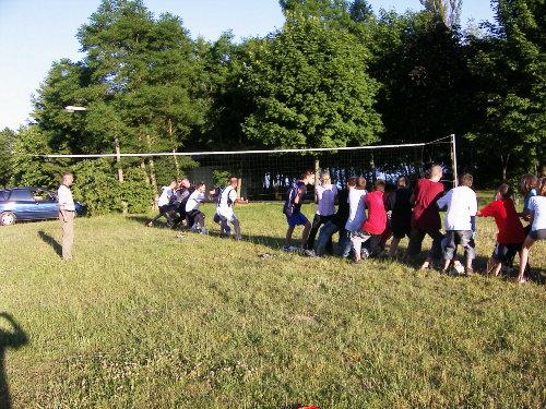 Tauziehen im Ferienpark : Jung gegen Alt