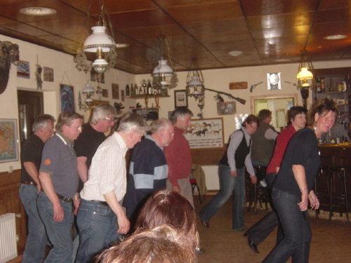Linedance im Westernsaloon in Kukuk