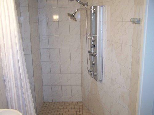 Schwellenloses Bad mit Duschpanele