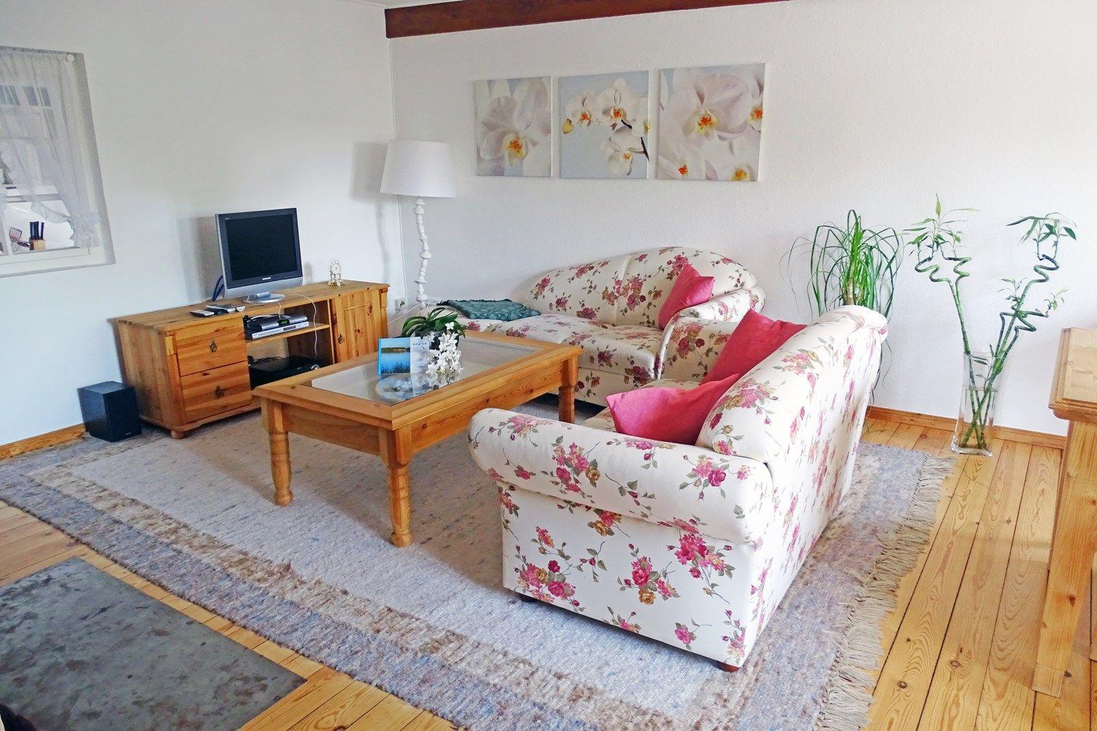 Wohnzimmer mit neuer Sofaecke