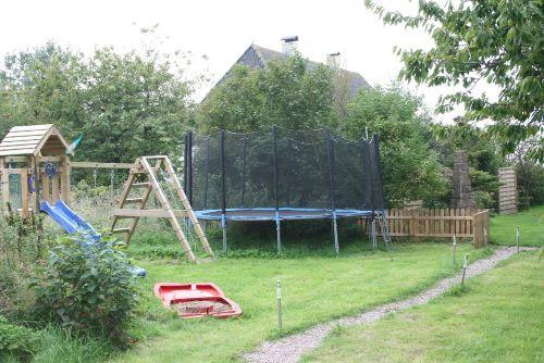 Garten hinten Spielplatz