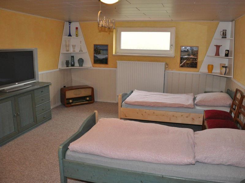 Flachbildfernseher im Schlafzimmer