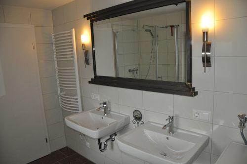 Bad mit Dusche/WC Waschmaschine