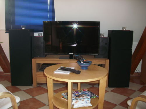 Full HD 40 Zoll TV und HiFi-Anlage
