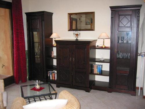 Wohnzimmer mit TV-Schrank