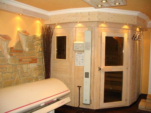 Sauna und Solarium im Wellnessbereich