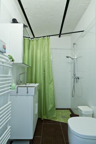 WC und ebenerdiger Duschbereich