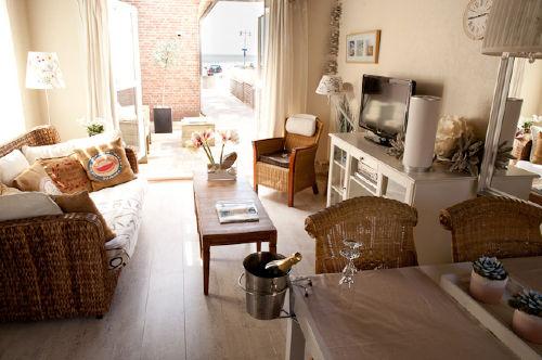 Wohnzimmer mit Meerblick und Terrasse