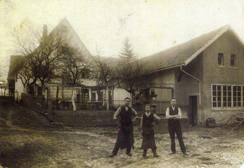 damals: Brunnen und Schmiede