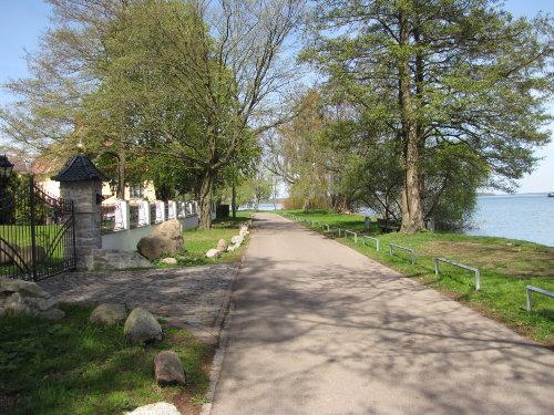 Franzosenweg zwischen Villa und See