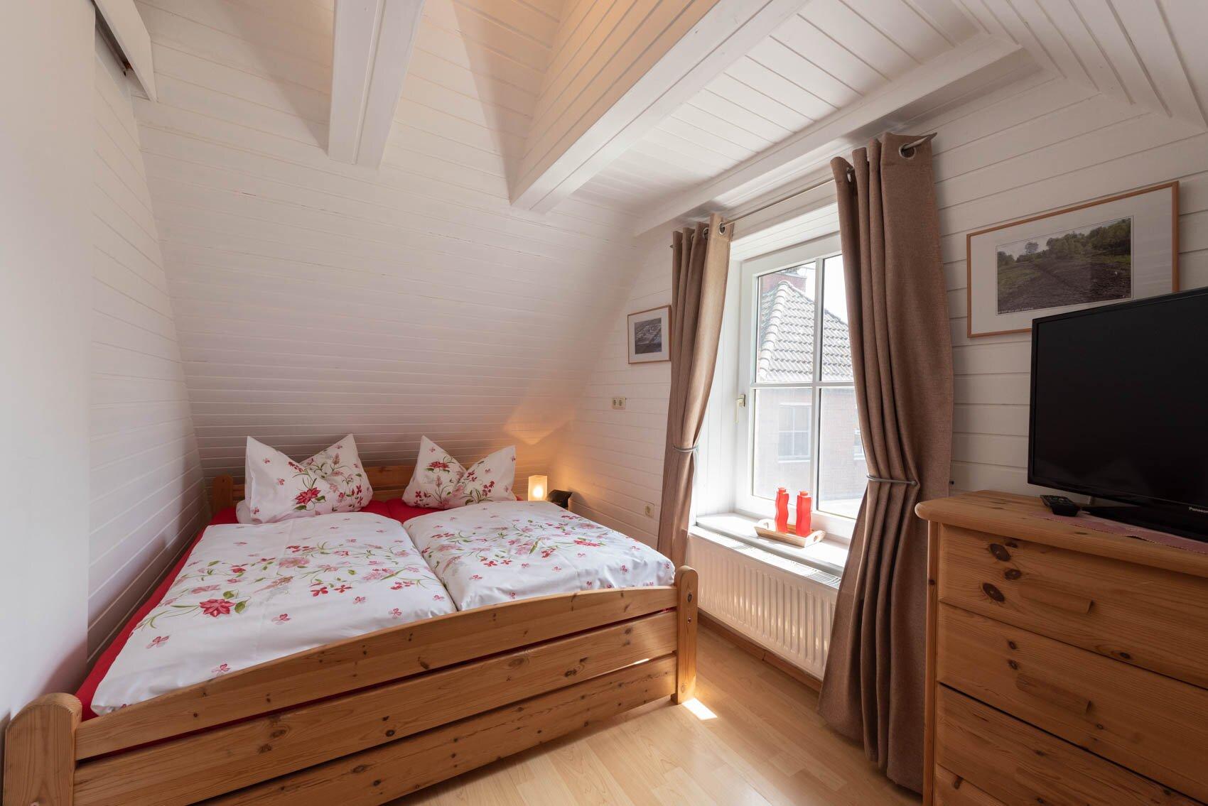 Schlafzimmer mit Doppelbett 1,60 x 2,00