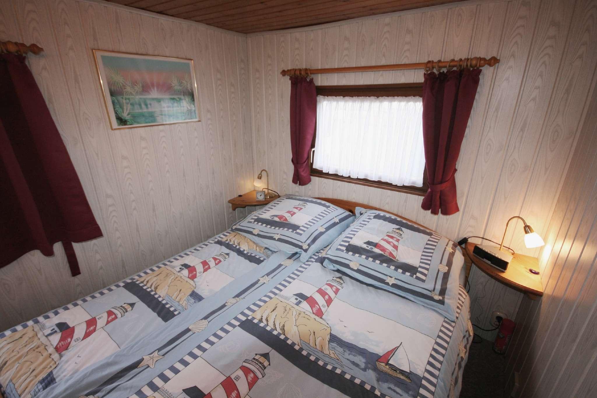 Schlafzimmer beide mit Tageslicht
