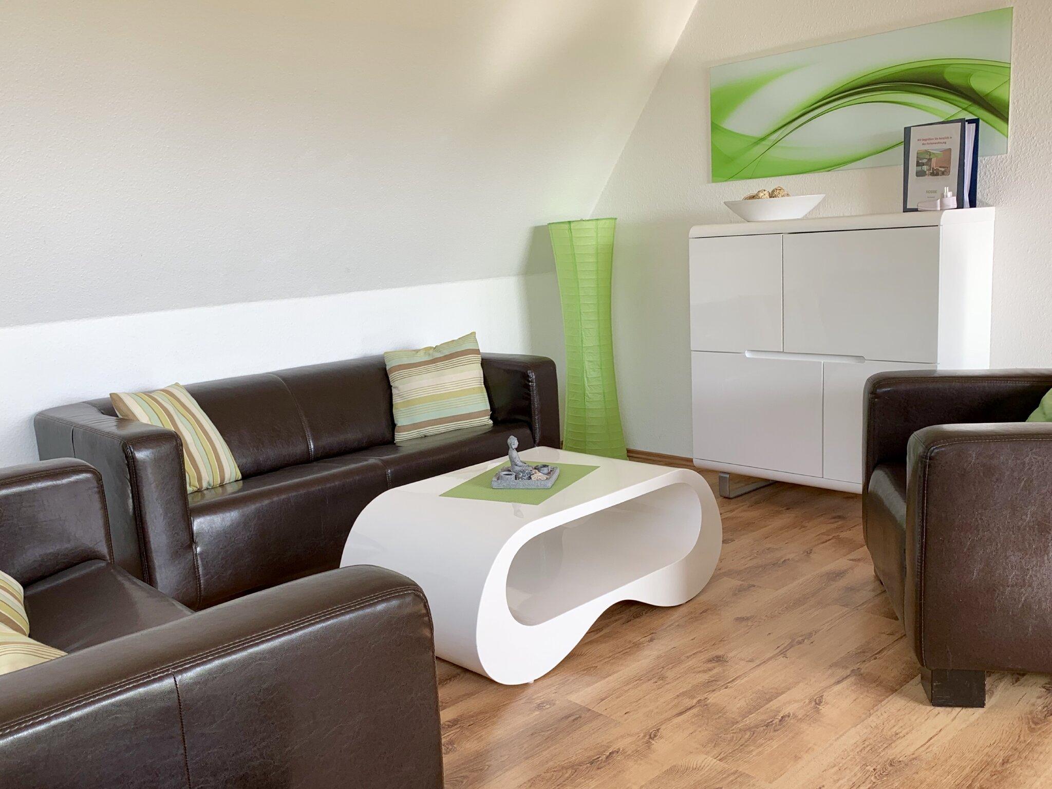 Neu eingerichtetes Wohnzimmer