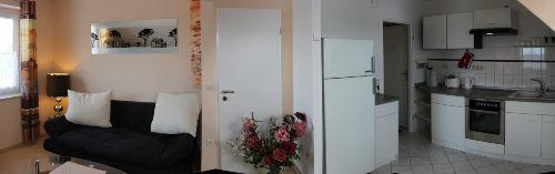 Panoramabild: Wohnen und Küchenbereich