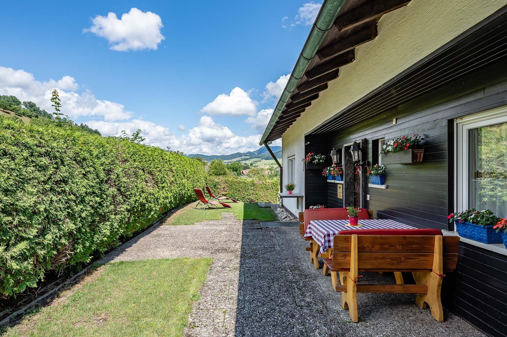 Schlafzimmer mit Balkon + Panoramablick