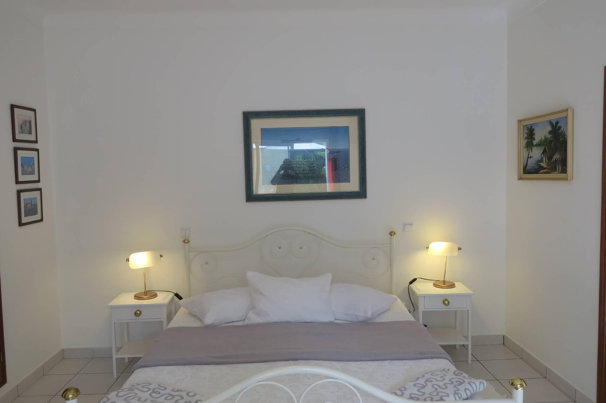 schönes Doppelbett 1,60m x 2 m