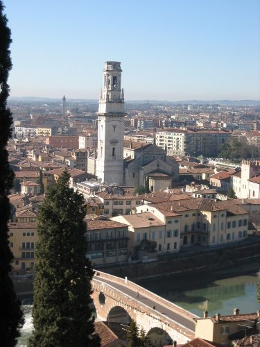 Verona: römische Brücke und die Etsch