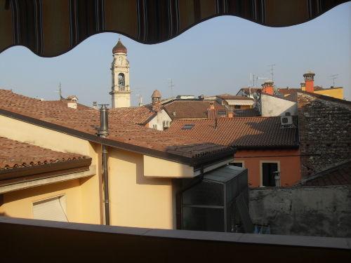 Blick vom sonnigen Balkon