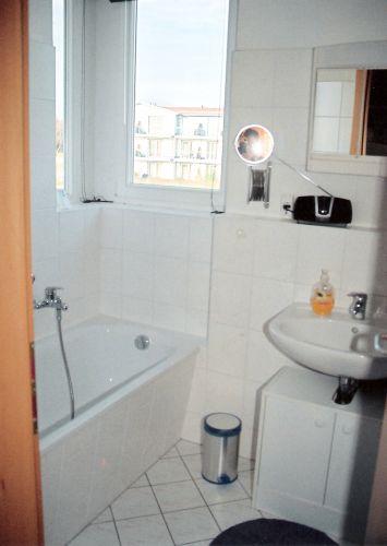 Bad mit Badewanne Toilette Waschmaschine