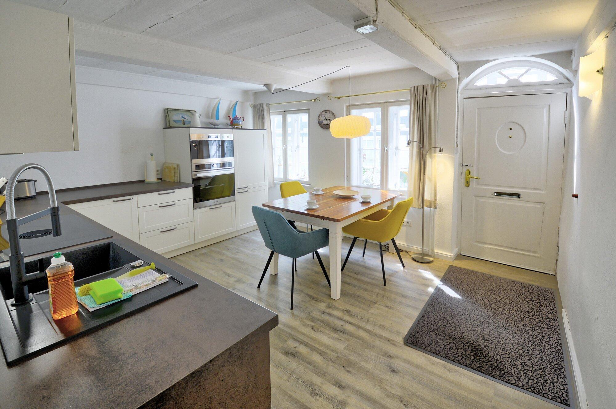Eingang direkt in Esszimmer und Küche
